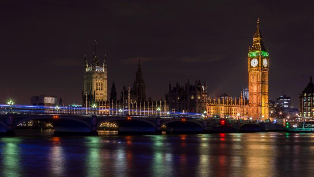london bridge monumento